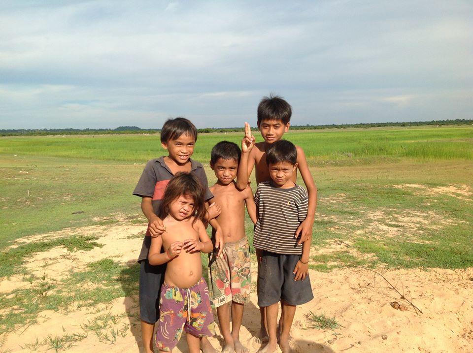 2)カンボジアの子どもたち